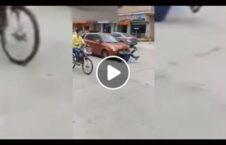 ویدیو دیوانه مرد وسط سرک 226x145 - ویدیو/ اقدام دیوانه وار یک مرد در وسط سرک