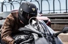 ویدیو کلاه موترسایکل سوار دیدن پشت سر 226x145 - ویدیو/ کلاهی که به موترسایکل سوار امکان دیدن پشت سر را می دهد
