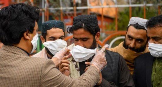 کرونا 550x295 - آخرین آمار کرونا در افغانستان؛ شمار مبتلایان به ۵۵ هزار و ۶۹۶ تن رسید