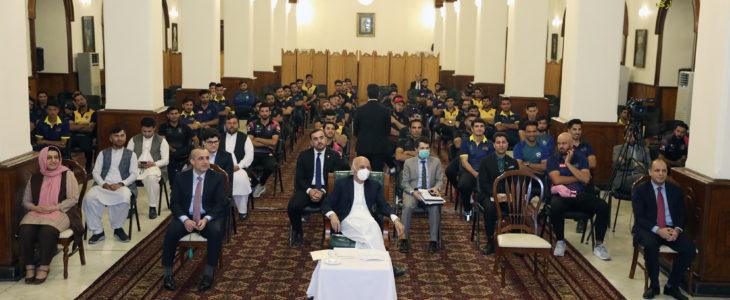 دیدار صمیمی رییس جمهور غنی با ورزشکاران کرکت کشور