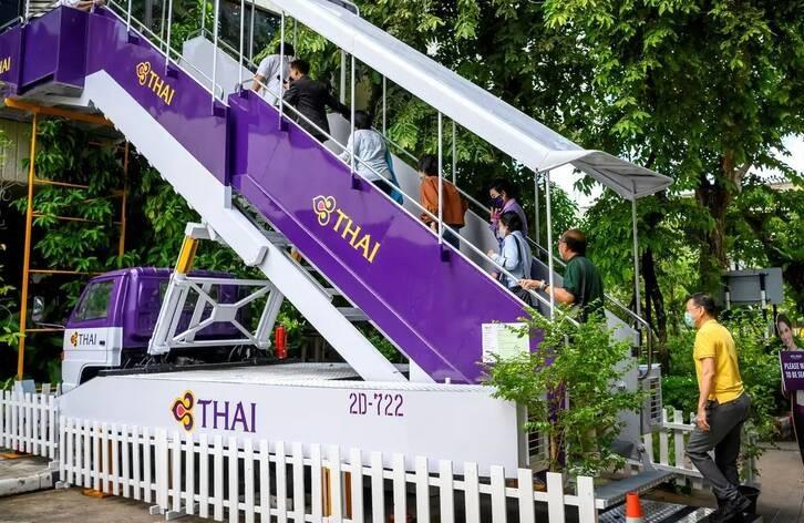 رستورانت تایلند 1 - تصاویر/ افتتاح رستورانتی به سبک طیاره در تایلند