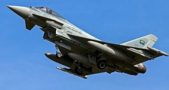 عربستان طیاره جنگی 550x295 - حمله طیارات جنگی ایتلاف سعودی به پایتخت یمن