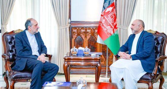 محمد حنیف اتمر بهادر امینیان2 550x295 - دیدار سرپرست وزارت امور خارجه با سفیر ایران در کابل