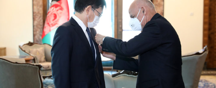 اعطای مدال دولتی غازی میر مسجدی خان به سفیر جاپان در افغانستان
