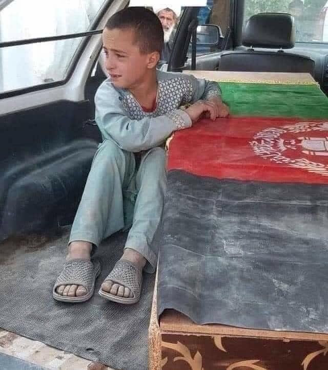 شهید - تصویر/ حکومت این گونه از خانواده شهدا حمایت می کند!