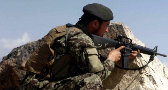 عسکر اردوی ملی 550x295 - عسکر شجاعی که به تنهایی در برابر طالبان جنگید! + عکس