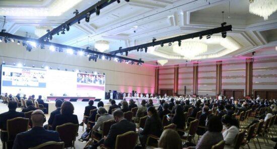 مذاکرات صلح 550x295 - پیام سخنگوی دفتر سیاسی طالبان در قطر درباره دیدار هیئتهای مذاکره کننده