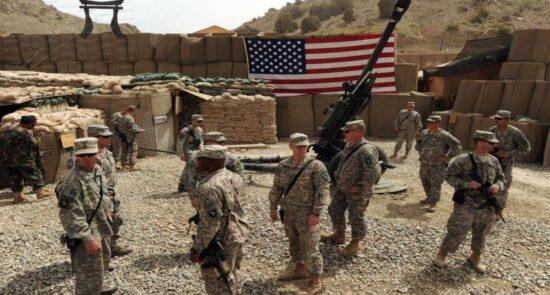 پایگاه امریکا 550x295 - حمله راکتی به پایگاه امریکایی ویکتوریا در پایتخت عراق