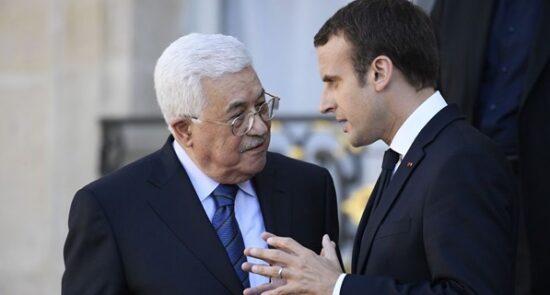 امانویل مکرون محمود عباس 550x295 - گفتگوی تلیفونی رییس جمهور فرانسه با رییس اداره خودگردان فلسطین