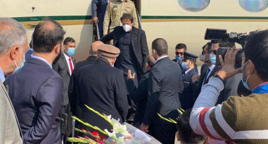 عمران خان کابل 550x295 - صدراعظم پاکستان وارد افغانستان شد