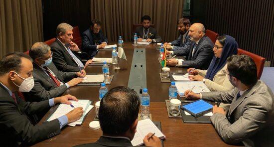 محمد حنیف اتمر شاه محمود قریشی 550x295 - دیدار وزیر امور خارجه کشور با همتای پاکستانی اش