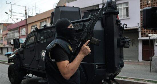 پولیس ترکیه 550x295 - بازداشت ۱۴ شهروند خارجی به جرم ارتباط با گروه داعش در ترکیه