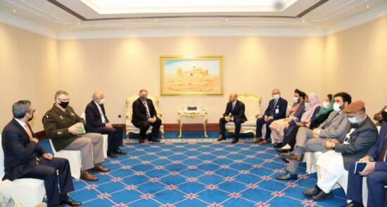 پومپیو قطر 550x295 - جزییات دیدار وزیر امور خارجۀ امریکا با هیئت حکومت افغانستان و طالبان
