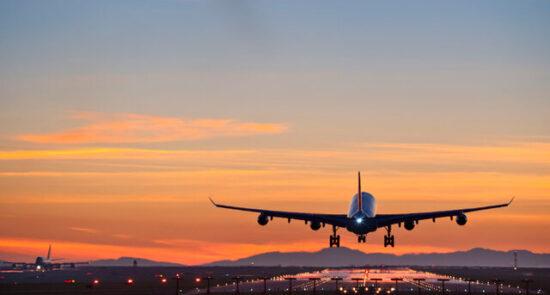 طیاره 550x295 - ممنوعیت ورود پروازهای بریتانیا به چین پس از شیوع نوع جدید ویروس کرونا