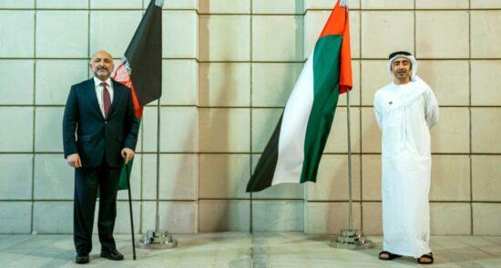 محمد حنیف اتمر عبدالله بن زاید 550x295 - تاکید محمد حنیف اتمر بر نقش مهم امارات در قبال روند صلح افغانستان