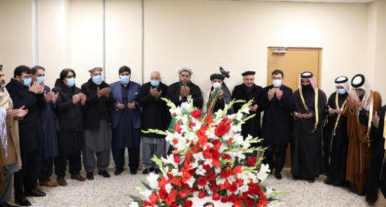 اشرف غنی عبدالحکیم دلیلی 550x295 - ادای احترام رییس جمهور غنی به پیکر سفیر افغانستان در قطر