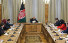 اشرف غنی کمیسیون مبارزه علیه فساد اداری 226x145 - دیدار رییس جمهوری اسلامی افغانستان با رییس و اعضای کمیسیون مبارزه علیه فساد اداری