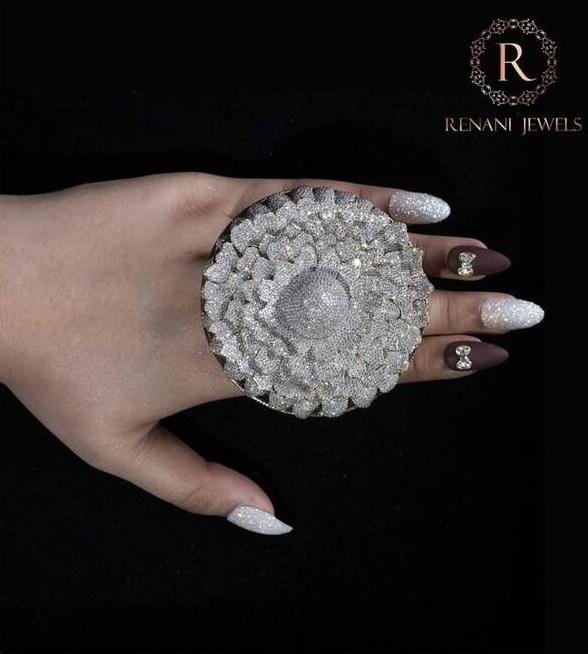 انگشتر الماس هند 3 - طراحی انگشتری با هزاران الماس که در گینس ثبت شد + تصاویر