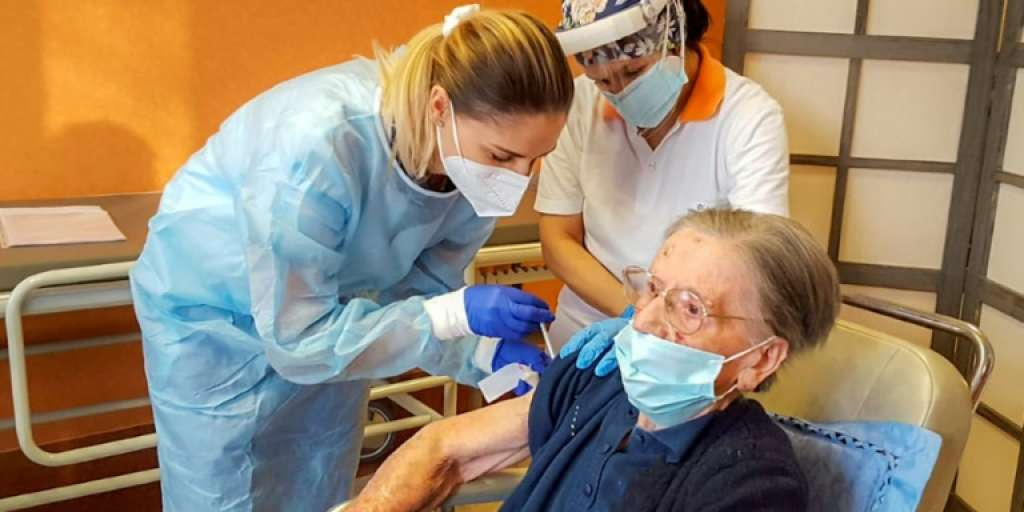 فاطیما نگرینی - پیرترین فردی که واکسین کرونا دریافت کرد کیست؟