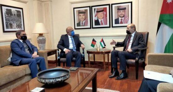 محمد حنیف اتمر ایمن الصفدی 550x295 - دیدار حنیف اتمر با وزیر امور خارجه اردن