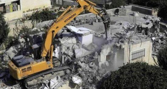 مسجد اسراییل 550x295 - تخریب یک مسجد توسط عساکر اسراییل در جنوب کرانه باختری