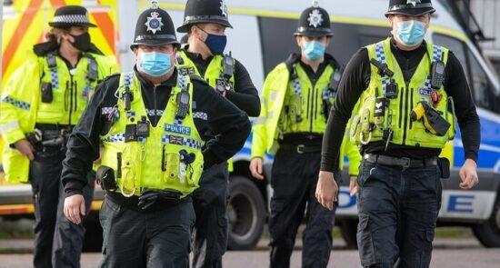 بریتانیا پولیس 550x295 - برخورد پولیس بریتانیا با ناقضان مقررات کرونایی