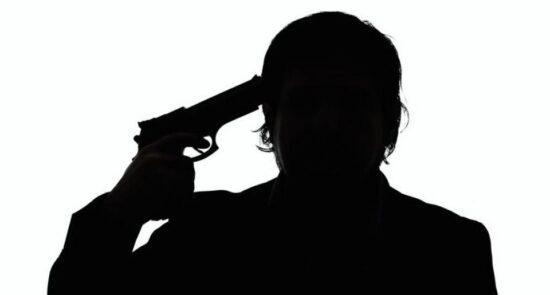 خودکشی 550x295 - آمار هولناک از شمار خودکشی در میان نظامیان امریکایی طی 20 سال گذشته