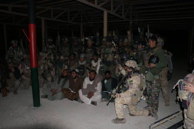 رهایی چهار فرد ملکی - تصاویر/ رهایی چهار فرد ملکی از زندان طالبان در هلمند