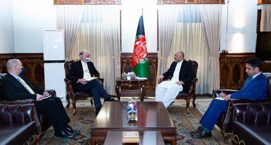 محمد حنیف اتمر راس ویلسون 1 550x295 - دیدار وزیر امور خارجه با شارژدافیر ایالات متحده امریکا در کابل