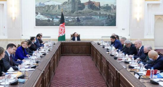 اشرف غنی سفرای اتحادیه اروپا 550x295 - دیدار رییس جمهوری اسلامی افغانستان با سفرای اتحادیه اروپا