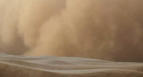 طوفان شن 550x295 - وقوع طوفان شدید شن در عربستان و قطر