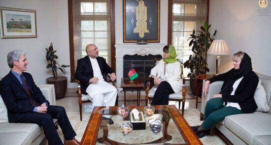 محمد حنیف اتمر دبورا لیونز 550x295 - دیدار وزیر امور خارجه با نماینده خاص سرمنشی سازمان ملل برای افغانستان