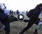ویدیو/ لت و کوب پناهجویان افغان توسط نیروهای سرحدی یونان