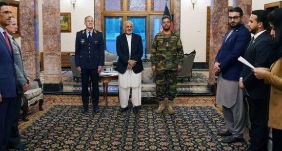 اشرف غنی دگرجنرال تورستن پاشواتا 550x295 - قدردانی رییس جمهور غنی از خدمات رییس ارکان ماموریت حمایت قاطع در افغانستان