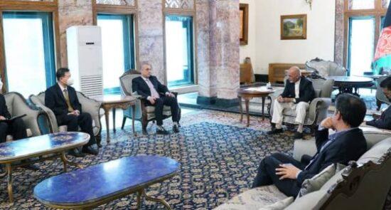 اشرف غنی وانگ یو 550x295 - دیدار رییس جمهور غنی با سفیر جمهوری خلق چین