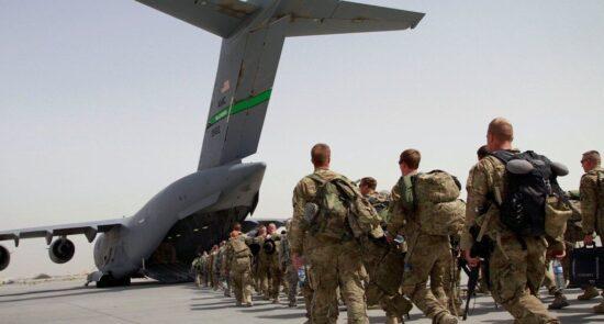 امریکا عسکر 550x295 - پیش بینی تلخ یک نشریه خارجی از آینده دولت افغانستان