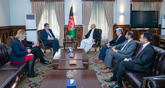محمد حنیف اتمر استفانو پونته کورو 550x295 - استقبال وزیر امور خارجه از حمایت ناتو از پروسهٔ صلح افغانستان