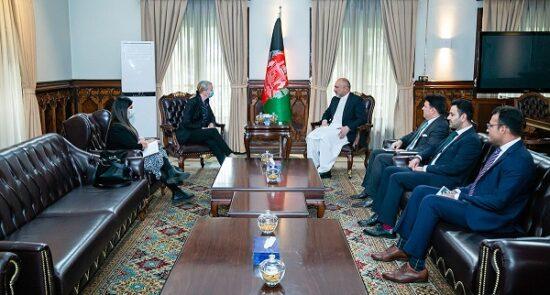 محمد حنیف اتمر ماری بلیک 550x295 - دیدار وزیر امور خارجه با سفیر بریتانیا در کابل
