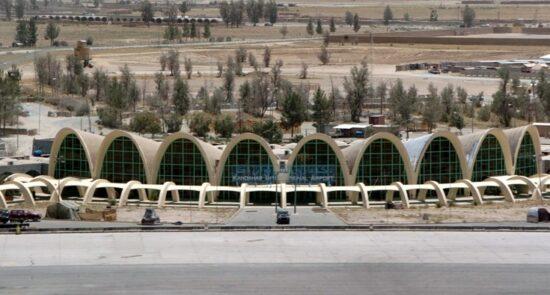 میدان هوایی کندهار 550x295 - واکنش وزارت دفاع ملی امریکا به حمله طالبان بر میدان هوایی کندهار