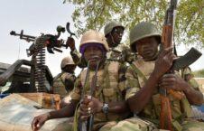 نایجیریا عسکر 226x145 - حمله خونین تروریست ها به یک پایگاه نظامی در نایجیریا