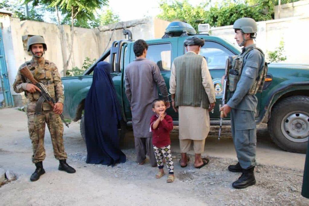 اختطاف طفل تخار 1 1024x683 - تصاویر/ نجات یک طفل سه ساله از چنگ اختطاف گران در تخار
