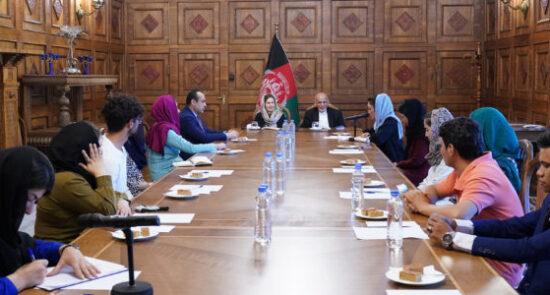 اشرف غنی دختران کوهنورد افغانستان  550x295 - جزییات دیدار رییس جمهور با تیم دختران کوهنورد افغانستان