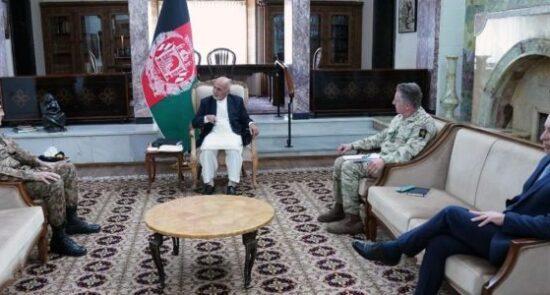 اشرف غنی لوی درستیزان پاکستان و بریتانیا 550x295 - دیدارهای جداگانه رییس جمهور غنی با لوی درستیزان پاکستان و بریتانیا