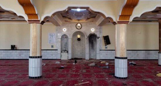 انفجار ولسوالی شکردره کابل 4 550x295 - اعلامیه گروه تروریستی داعش در پیوند به حمله بالای نمازگزاران در شمال کابل