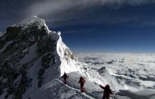 صعود سه خواهر نیپالی به قله اورست!