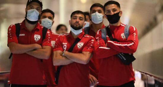 تیم ملی فوتبال قطر 3 550x295 - تیم ملی فوتبال وارد قطر شد + تصاویر