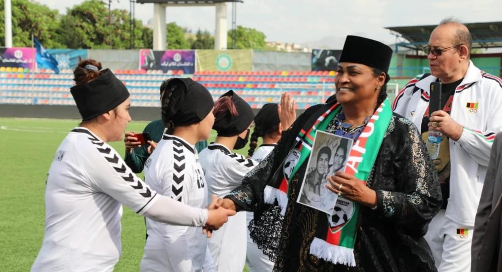 خلیله گاماچو علی - ساخت یک ورزشگاه فتبال از سوی بنیاد محمد علی کلی در کابل