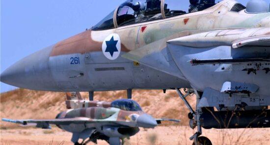 طیاره اسراییل 550x295 - حملات هوایی طیارات جنگی اسراییلی بالای مناطق مسکونی در نوار غزه