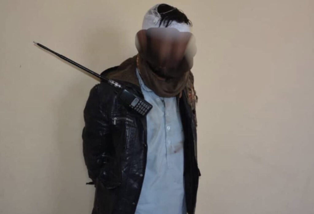 ماین ساز ماهر طالب 1 1024x697 - تصاویر/ دستگیری یک ماین ساز ماهر طالب در غزنی