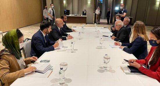 محمد حنیف اتمر جوزِف بورِل 550x295 - قدردانی وزیر امور خارجه از موقف اتحادیه اروپا در پیوند به پروسهٔ صلح افغانستان